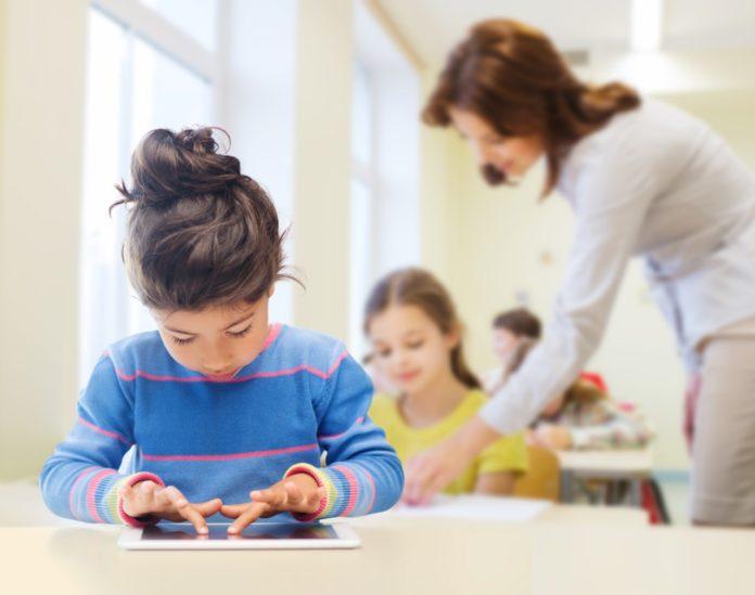 Tecnologias digitais e crianças com TEA